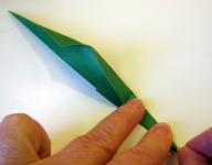 Origami iris leaf step7