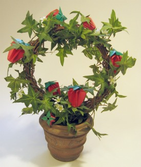 origami-strawberry-wreath.jpg